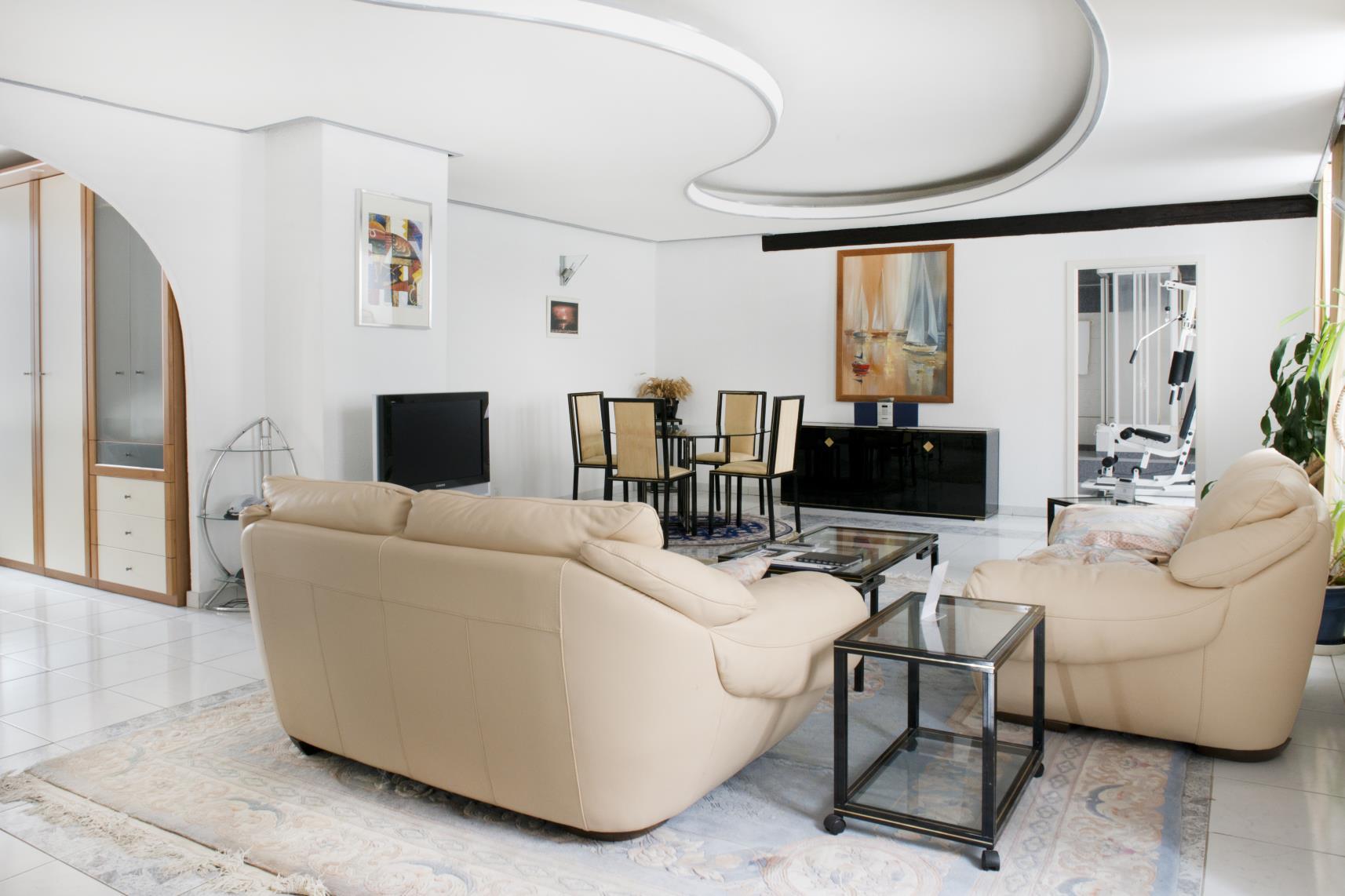 Suite 121 base de mobilier comprenant